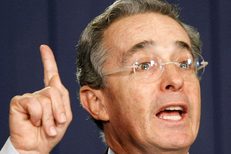 Expresidente-de-Colombia-Alvaro-Uribe-Velez-800x533