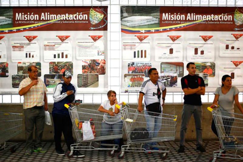 colas-para-comprar-escasez-supermercados-mision-alimentacion