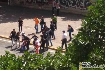 ¡VIOLENTOS! Reportan ataques de tupamaros a la marcha de autoconvocados del #30N + FOTOS