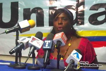 RACISMO ROJO ROJITO: Diputados oficialistas humillan a Diputada de la MUD por su color