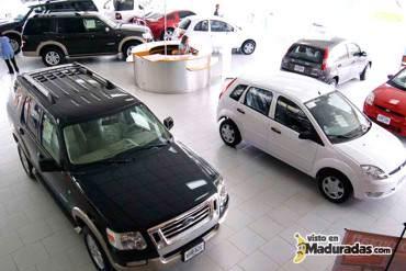 ¡HOY VA POR LOS CARROS! Maduro firmará decreto para bajar precios de vehículos