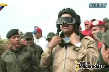 Maduro juega a ser militar por un rato + WTF + FOTOS