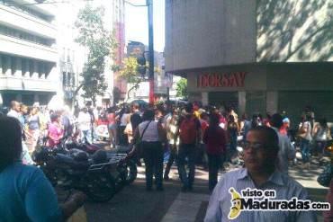 """Esperan que tienda Dorsay abra sus puertas para """"comprar"""" + FOTOS"""