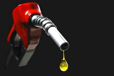 ¡ENTRE LA ESPADA Y LA PARED! ¿Subir o no subir la gasolina? El dilema del régimen de Maduro