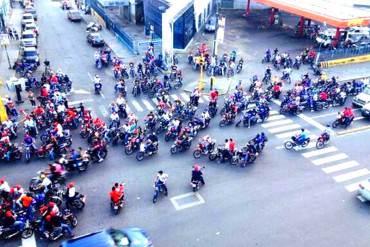 ¿ALÓ TIBISAY? Motorizados identificados con el PSUV haciendo proselitismo político + FOTOS
