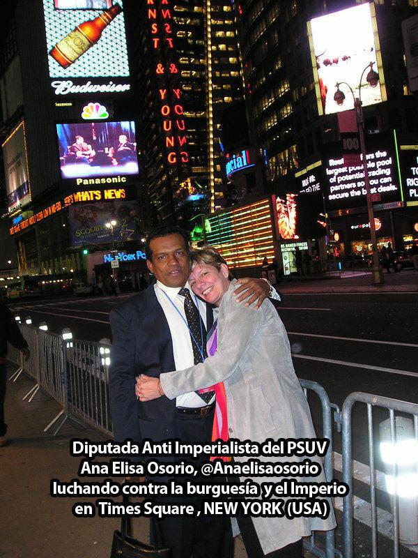 Ana Elisa Osorio en Times Square NY