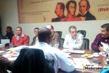 """¡CLASE DE CINISMO! Diputados oficialistas reconocen fallas de papel pero piden """"dejar el drama"""""""