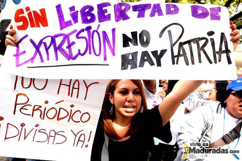 Periodistas-Protestas-Calle-Periodicos-Prensa-Editoriales-CADIVI-3-800x533