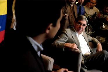 """¡NO ESTAMOS SOLOS! Oscar Arias, Premio Nobel de la Paz, pide """"Una vigilia por Venezuela"""""""