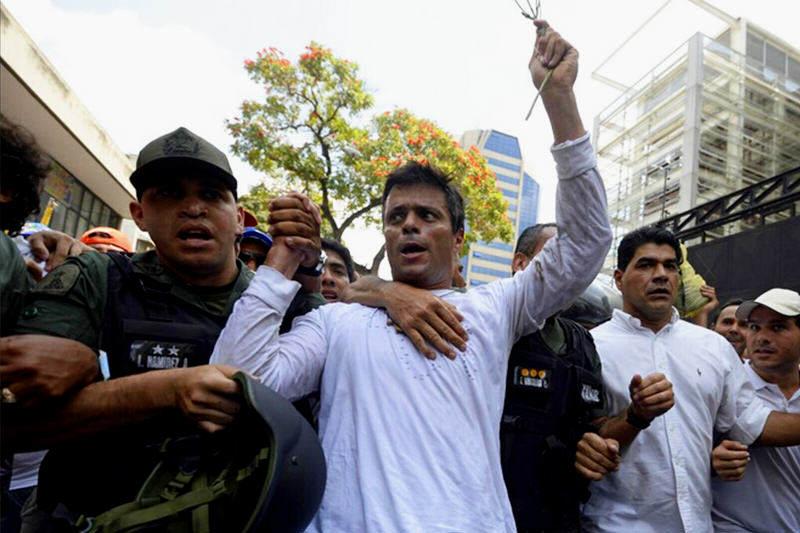 Leopoldo Lopez se entrega