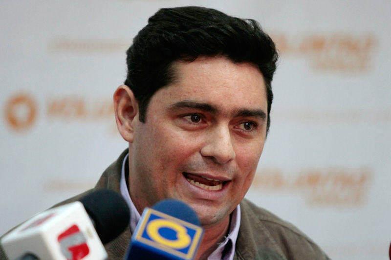 Carlos-Vecchio-30M-9-800x533-004