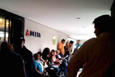 ¡EN EL ENCIERRO! Largas colas: Venezolanos sufren para encontrar pasajes al exterior