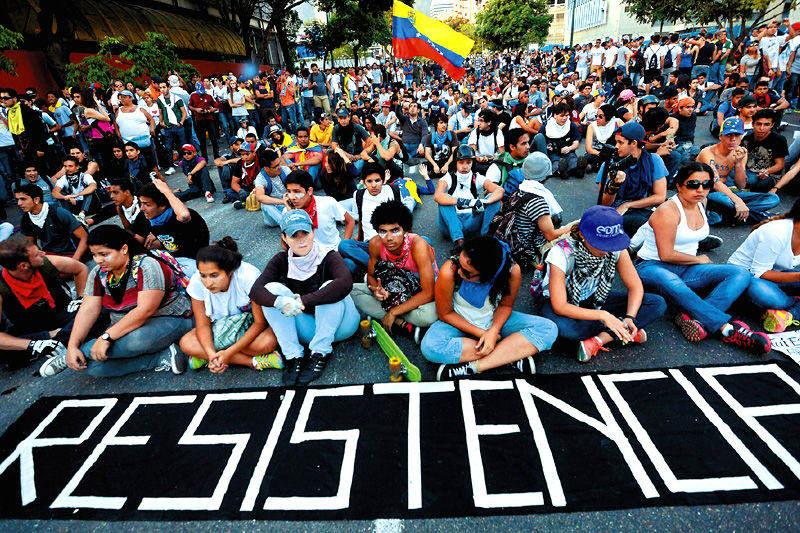 Estudiantes-marchando-y-protestando-en-resistencia-Venezuela-800x533-003