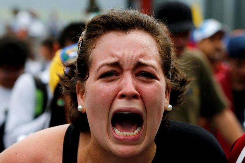 Mujer protestando en Venezuela Protestas