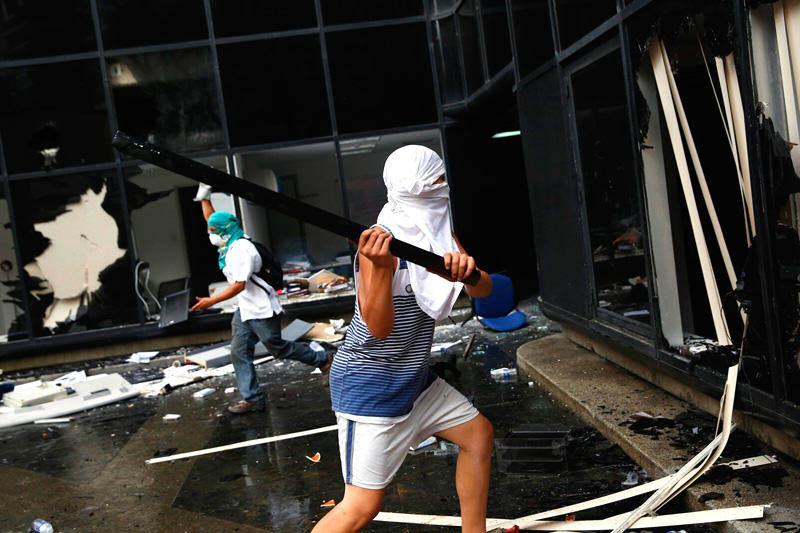 ¡LOS ÚLTIMOS RUNRUNES! Maduro paga 3000 Bs. a infiltrados para causar destrozos