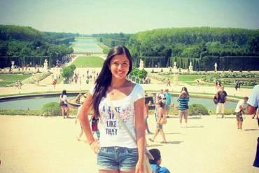 ¡MIENTRAS EL PAÍS SE HUNDE! Hija de Diosdado disfruta del Palacio de Versalles en París (FOTO)