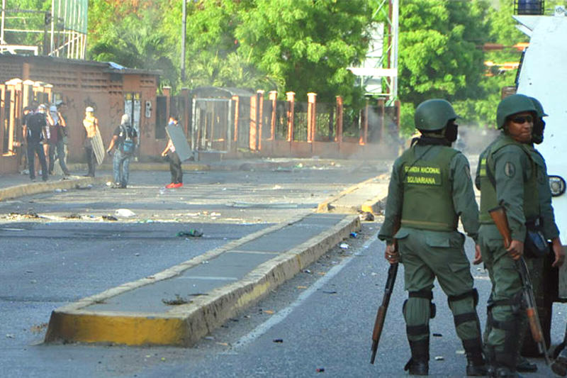 Estudiantes-de-la-Universidad-Fermin-Toro-(UFT)-Represion-en-Tachira-Venezuela-29A-(4)