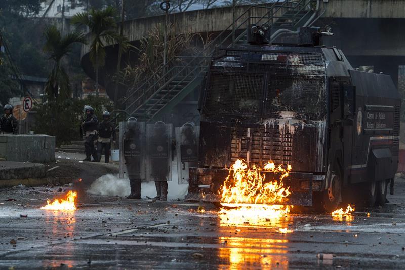 Las fotos de Venezuela que recorren el mundo #21A GNB Represion (1)