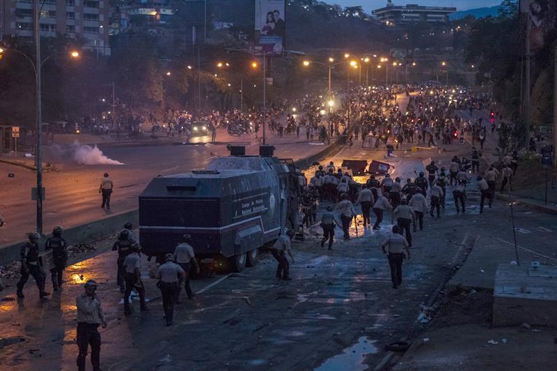 Las fotos de Venezuela que recorren el mundo #21A GNB Represion (11)