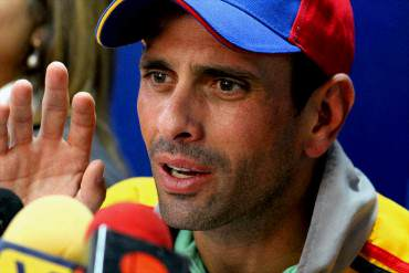 """¡NICOLÁS BARBARO! Capriles calificó como una """"piratería"""" los anuncios económicos de Maduro"""