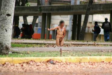 ¡IMPACTANTE! Colectivos armados golpean y desnudan a estudiantes en la UCV + Fotos + Video