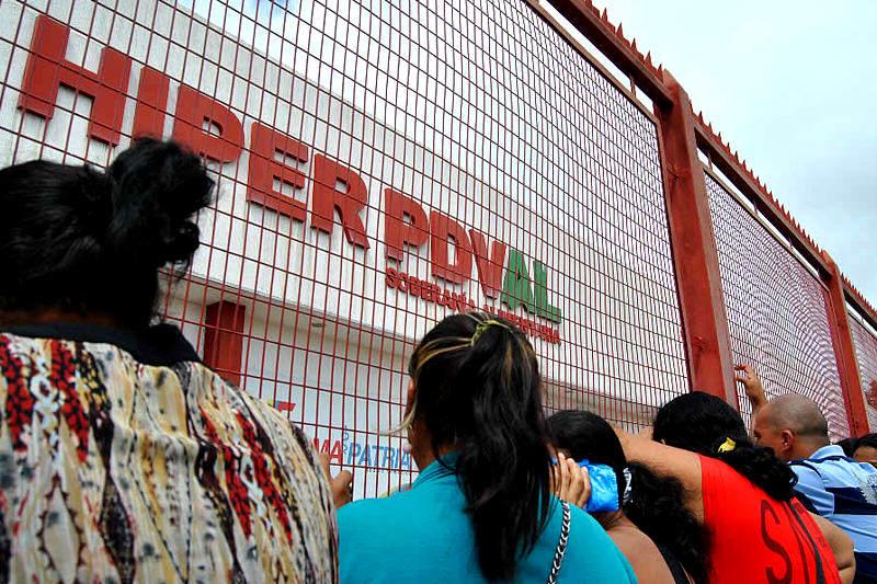 Colas-para-comprar-en-Venezuela-10052014-12-PDVAL-800x533