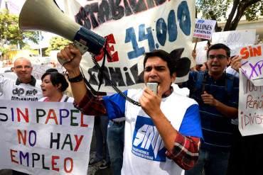 ¡BASTA DE ABUSOS! SNTP exige a Maduro solucionar crisis de escasez de papel periódico
