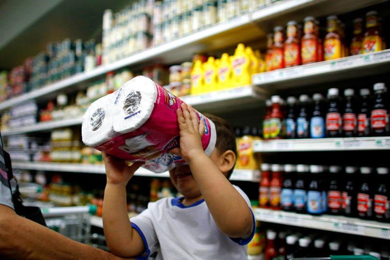Colas-Compras-en-Venezuela-Inflacion-Escasez-Desabastecimiento-Alimentos-Supermercados-06162014-10800x533