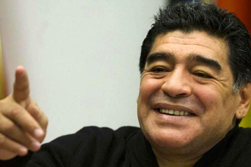 Diego-Armando-Maradona-enchufado-en-el-gobierno-de-Nicolas-Maduro-en-Venezuela-2800x533