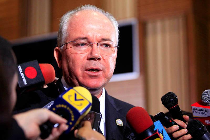 Rafael-Ramirez-vicepresidente-del-Area-Economica-PDVSA-Venezuela-06162014-5-800x533