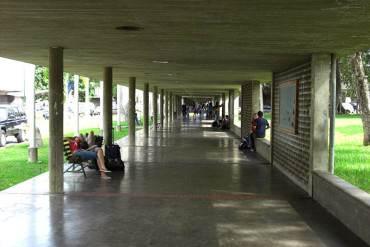 ¡URGENTE! Grupo armado atacó a estudiantes en la UCV; tres heridos de gravedad