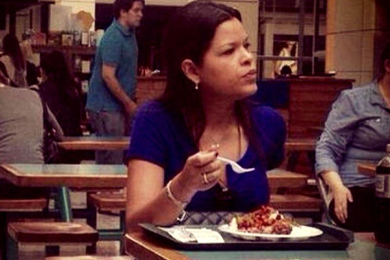 Maria-Gabriela-comiendo