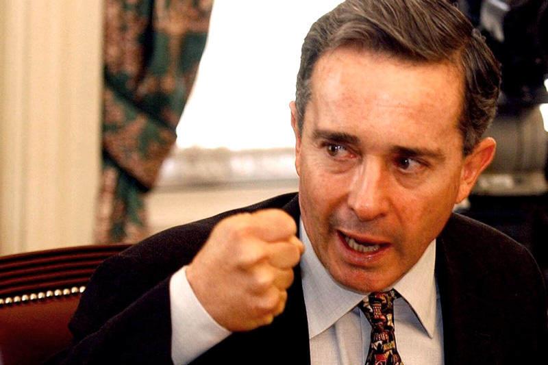 Expresidente-de-Colombia-Alvaro-Uribe-Velez-2-800x533