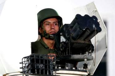 ¡SE DESDIBUJA LA DEMOCRACIA! Gestión de Maduro es más MILITARISTA que la de Chávez