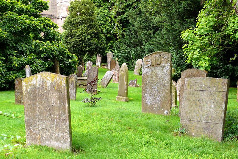 ¡SE PERDIÓ EL RESPETO! Se roban hasta el material metálico de las lápidas del Cementerio