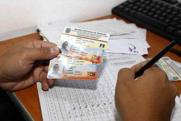 ¡INEFICIENCIA O NADA! Licencias de conducir paradas desde hace meses por falta de material