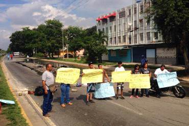 ¡NO QUIEREN MÁS PATRIA! Protestan en La Isabelica por desborde de aguas negras