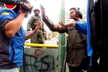 ¡SOLO EN DICTADURA! Efectivos de la GNB impidieron el libre trabajo de periodistas (+Video)