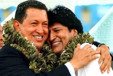 """¡LA """"JALADERA"""" NO TIENE FIN! Evo Morales dedicó su triunfo a """"supremo"""" Chávez y a Fidel Castro"""