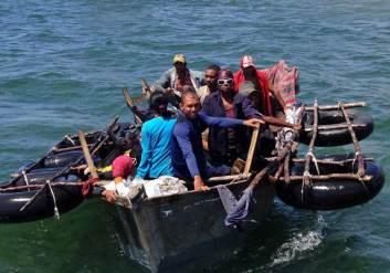 ¡TERRIBLE! Cubanos bebieron su propia sangre y orina durante 23 días con tal de salir de la isla
