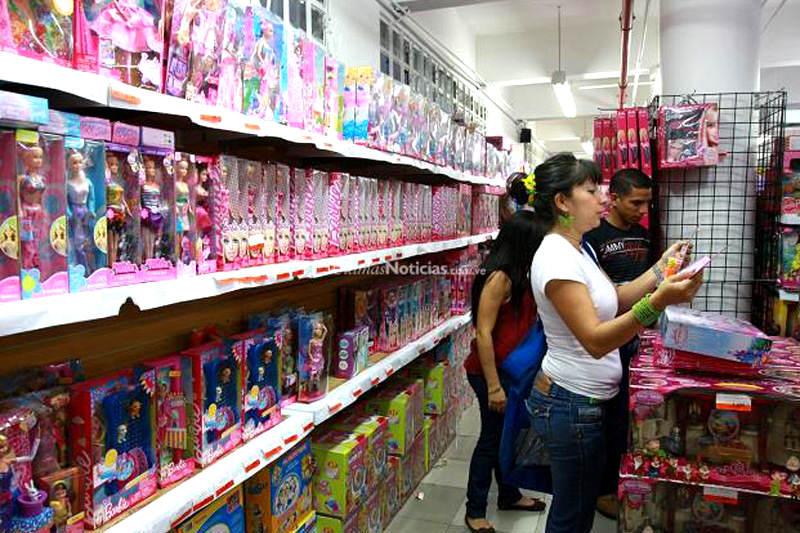 Escasez-de-Barbies-en-General-Import-Venezuela-Navidades-Felices-2-800x533