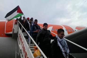 ¡ESTUDIANTES EN EL EXTERIOR SIN DIVISAS Y…! Celebran llegada de primeros 100 palestinos al país