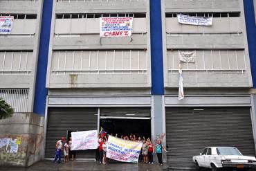 ¡ASÍ PAGA EL DIABLO! Desocupan a 44 familias del Sambil Candelaria sin promesas de vivienda