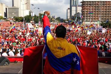 """¡ALCAHUETAS! """"Disuelve la Asamblea, el pueblo se restea"""", coreaban los chavistas a Maduro (+Video)"""
