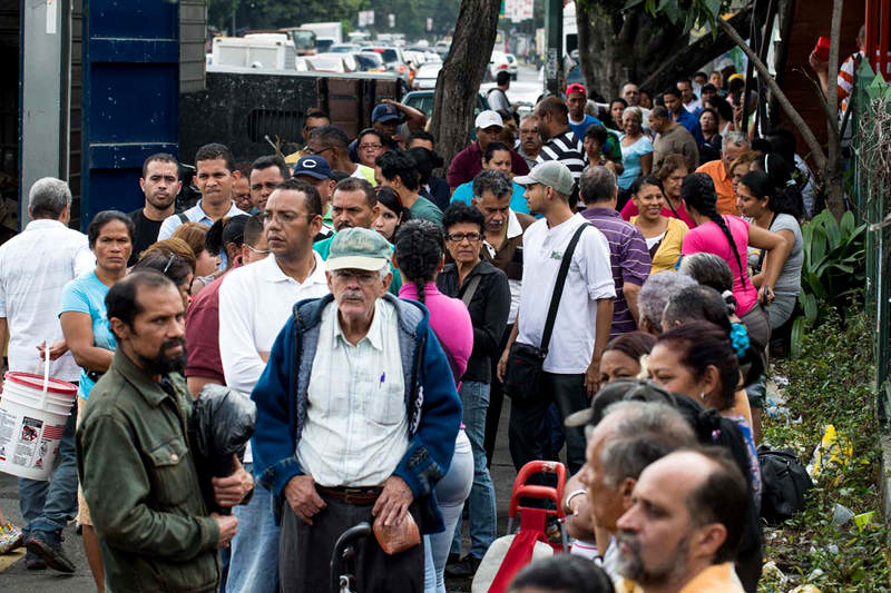 Colas en Venezuela para comprar comida Escasez