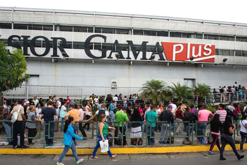 Escasez-y-Colas-en-Venezuela-para-comprar-comida-01-14-2015-4-800x533
