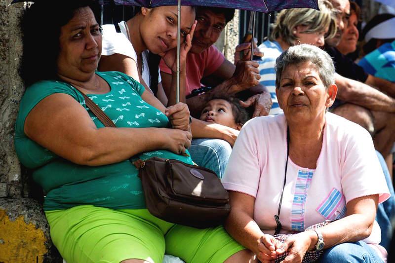Escasez-y-Colas-en-Venezuela-para-comprar-comida-01-14-2015-7-800x533