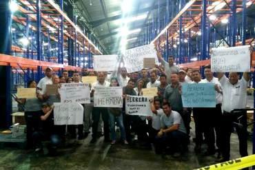 ¡GRAN FARSA! Régimen ocupa a distribuidora Herrera: Trabajadores desmienten acaparamiento