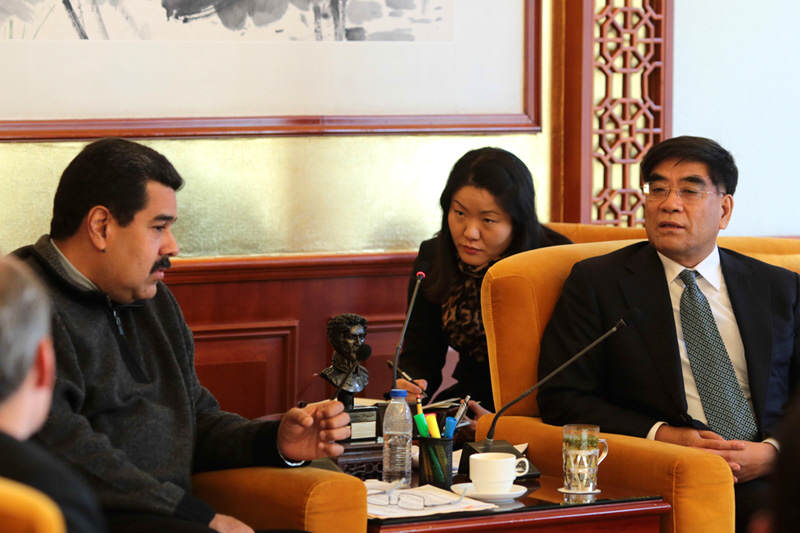 Nicolas-Maduro-con-presidente-de-China-Petroleum-&-Chemical-Corporation-2-800x533