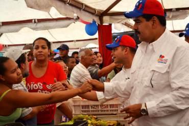 ¡PAN Y CIRCO! Maduro se presenta en Mercal de la avenida Bolívar pero ignora larga cola de compradores